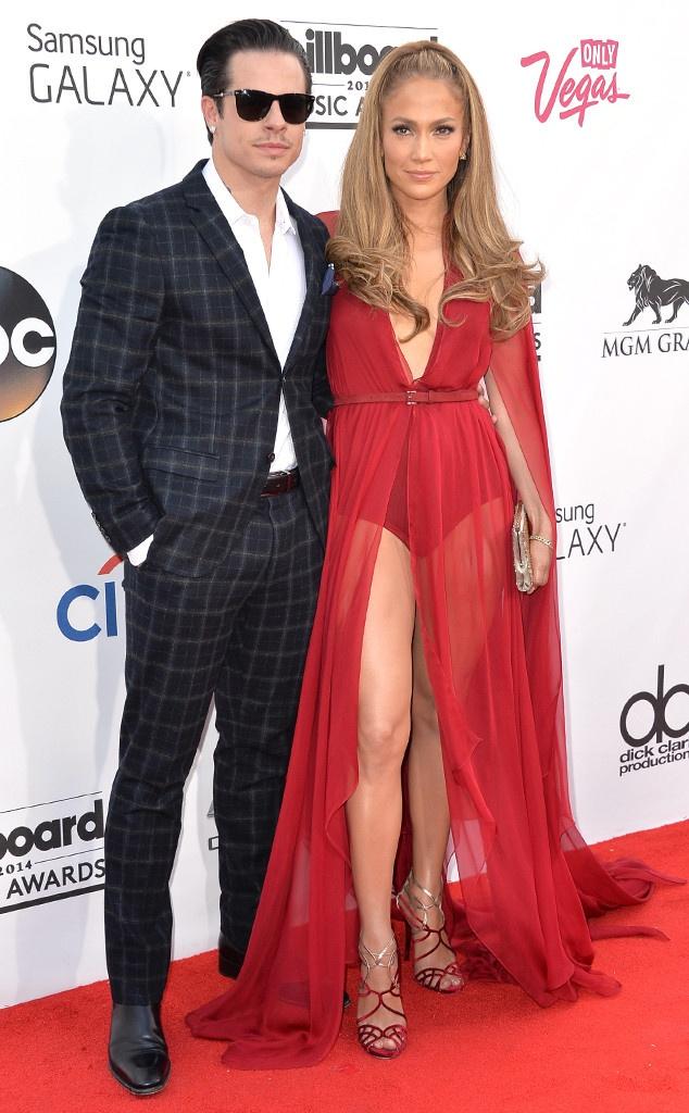 Jennifer Lopez chia tay bo tre kem 18 tuoi hinh anh 1