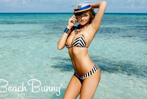 Kate Upton boc lua voi do boi Beach Bunny hinh anh