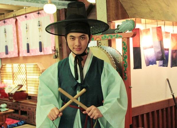 Thi sinh Project Runway hoa than thanh trai dep Do Min Joon hinh anh
