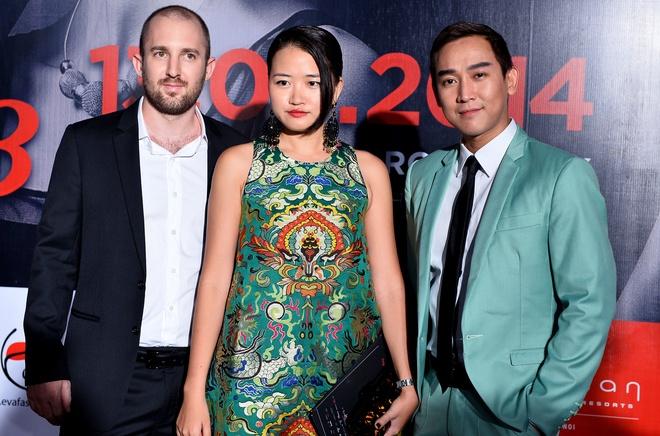 Quang Vinh mac banh bao di xem show thoi trang o Ha Noi hinh anh 3