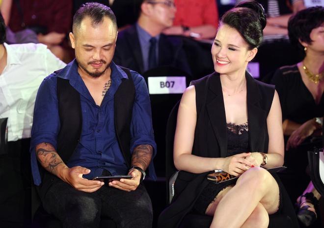 Quang Vinh mac banh bao di xem show thoi trang o Ha Noi hinh anh 4