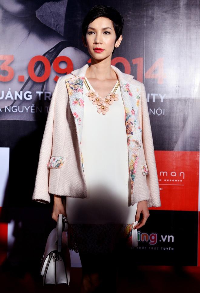 Quang Vinh mac banh bao di xem show thoi trang o Ha Noi hinh anh 5
