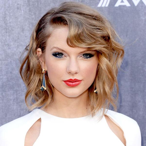 Taylor Swift dang yeu qua tung kieu toc hinh anh 3
