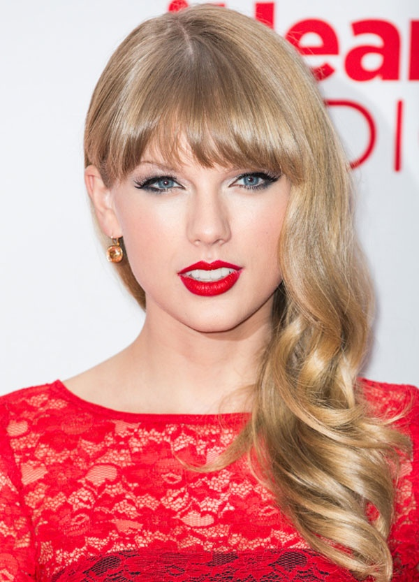 Taylor Swift dang yeu qua tung kieu toc hinh anh 5