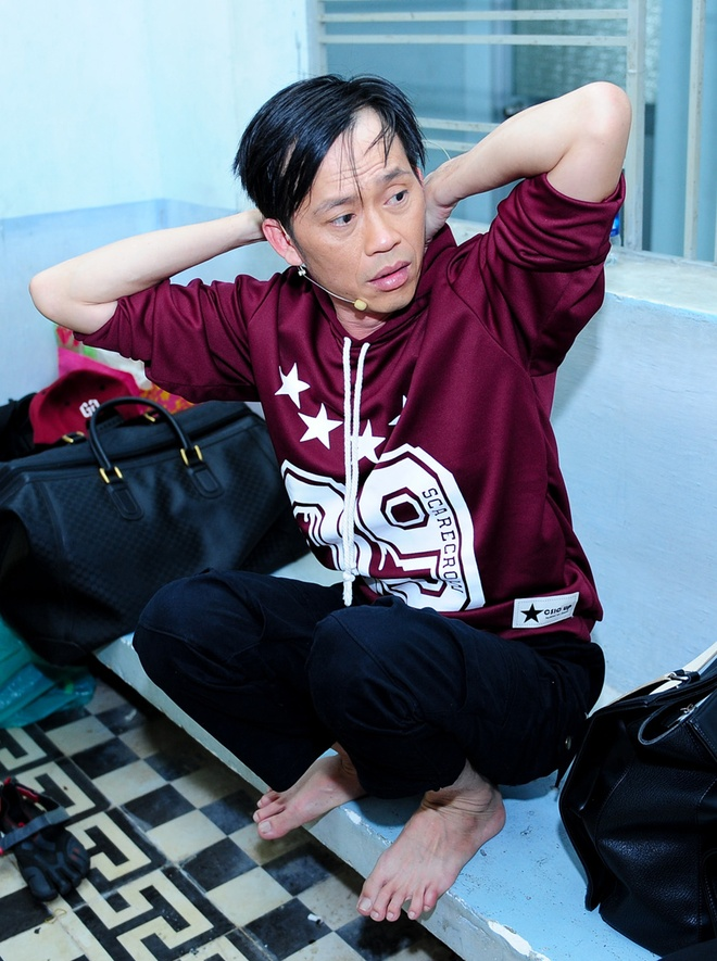 Hoai Linh mac trang phuc hiphop di quay gameshow hinh anh 1