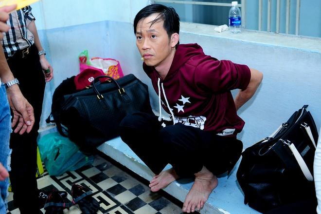 Hoai Linh mac trang phuc hiphop di quay gameshow hinh anh 2
