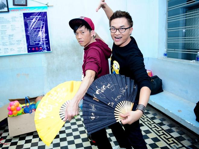 Hoai Linh mac trang phuc hiphop di quay gameshow hinh anh 5