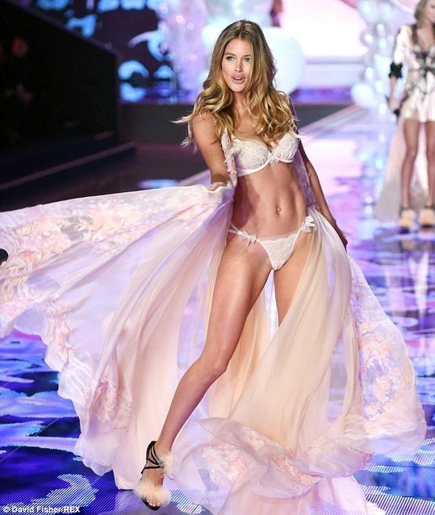 Xem tron show noi y boc lua nhat nam cua Victoria's Secret hinh anh 2