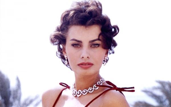 Sophia Loren – bieu tuong nhan sac gan lien voi doi mat meo hinh anh
