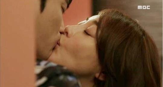 Hon say dam Kim Jaejoong, nguoi dep bi chong noi gian hinh anh