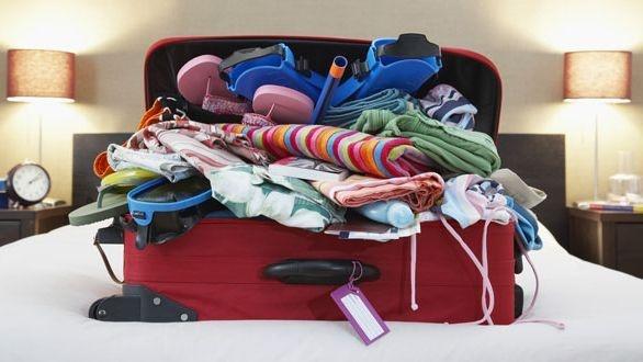 Image result for nhét đồ vào vali