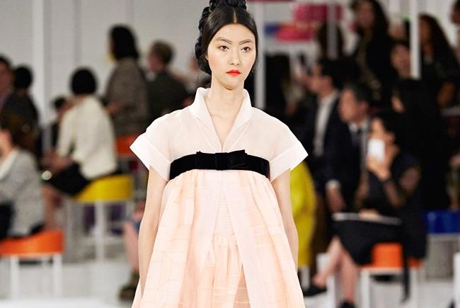Chanel lay long nguoi Han bang bo suu tap cam hung hanbok hinh anh