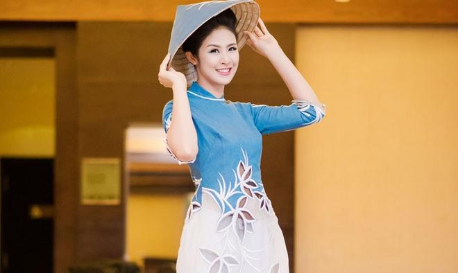 Ngoc Han trinh dien ao dai cua NTK Minh Hanh o My hinh anh