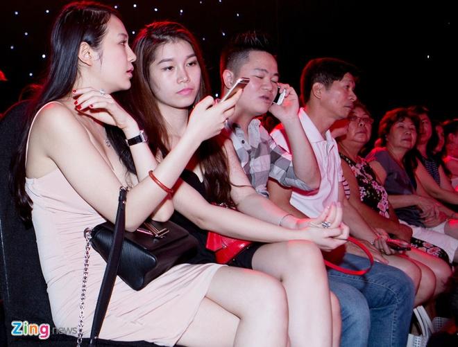 Vo Tuan Hung mac goi cam den co vu chong hinh anh 1