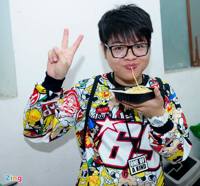 Vo Tuan Hung mac goi cam den co vu chong hinh anh 10
