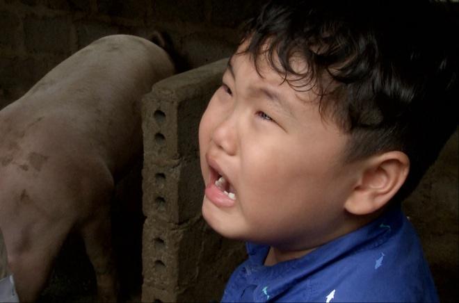 Con trai Xuan Bac khoc toang vi phai vao chuong bat lon hinh anh
