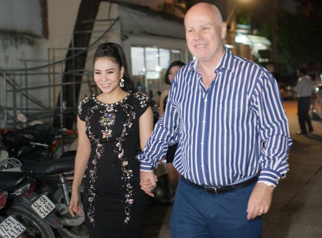 Ong xa tinh cam dat tay Thu Minh den san khau Idol hinh anh