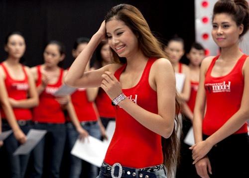 Nhan sac thuo moi vao showbiz cua Tan Hoa hau Hoan vu hinh anh 2