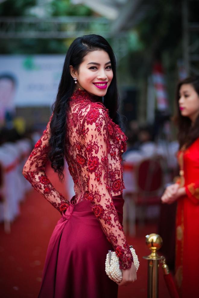 Nhan sac thuo moi vao showbiz cua Tan Hoa hau Hoan vu hinh anh 9