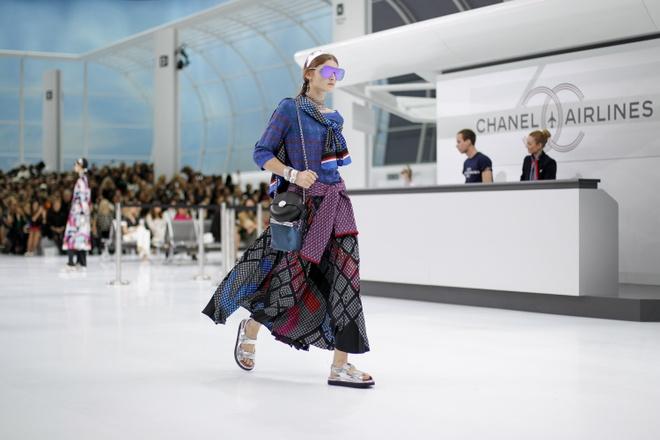 Chanel bien san dien thanh san bay hoanh trang hinh anh 12