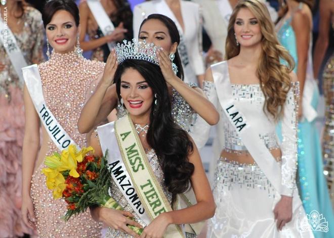 Sinh vien nha khoa vo oa khi dang quang Hoa hau Venezuela hinh anh 7