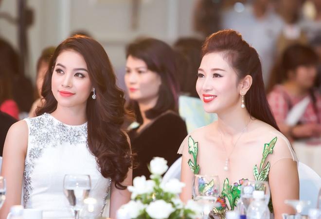 Hoa hau Pham Huong rang ro o Ha Noi hinh anh 5