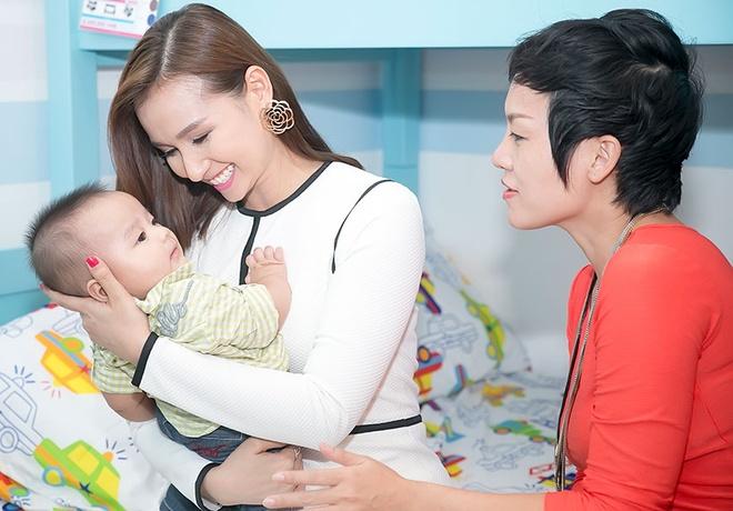 La Thanh Huyen nung con trai Thai Thuy Linh hinh anh 5