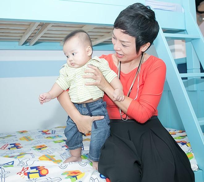 La Thanh Huyen nung con trai Thai Thuy Linh hinh anh 6
