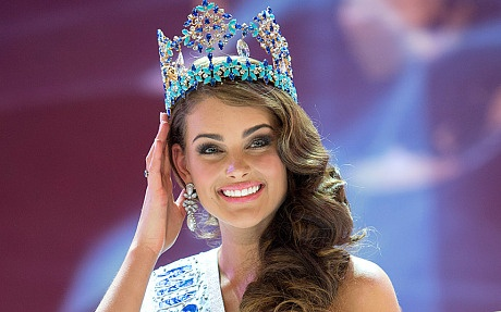 Chung ket Miss Universe va Miss World chi cach nhau mot ngay hinh anh