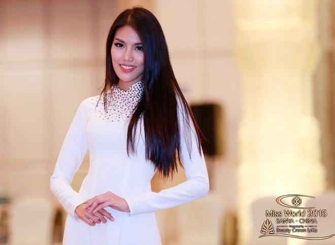 Lan Khue thuot tha ao dai o Hoa hau The gioi hinh anh 1