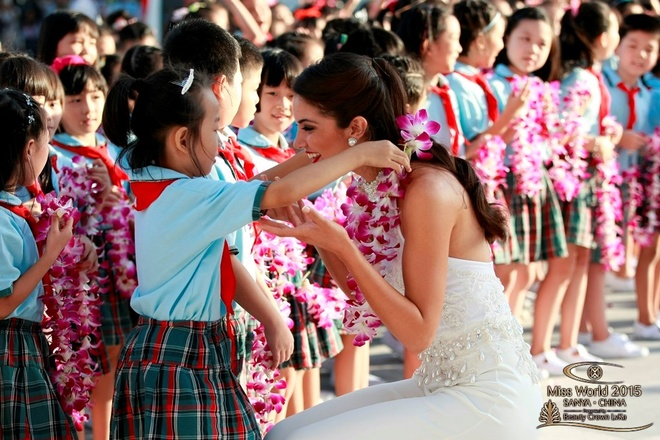 Lan Khue dien dam cup nguc o tiec chao mung Miss World hinh anh 6