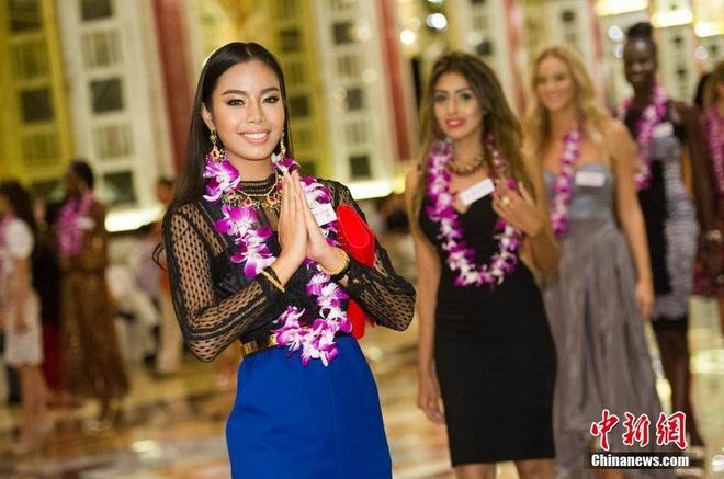 Lan Khue dien dam cup nguc o tiec chao mung Miss World hinh anh 9