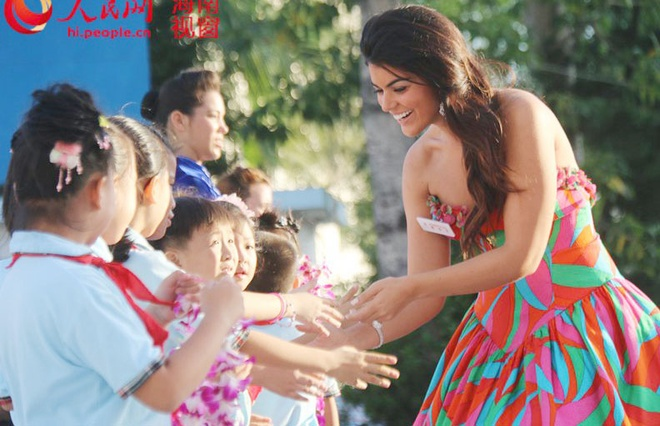 Lan Khue dien dam cup nguc o tiec chao mung Miss World hinh anh 7