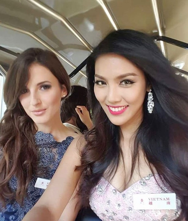 Lan Khue dien dam cup nguc o tiec chao mung Miss World hinh anh 3