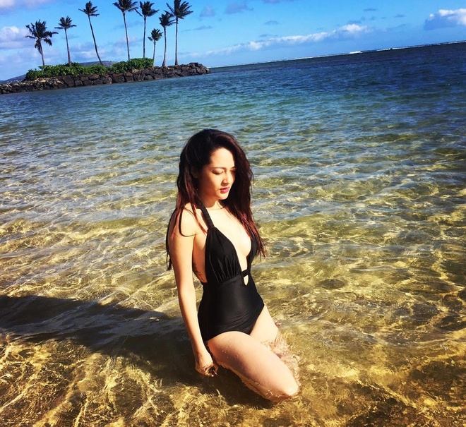 Bao Anh khoe dang tren bien Hawaii hinh anh 3