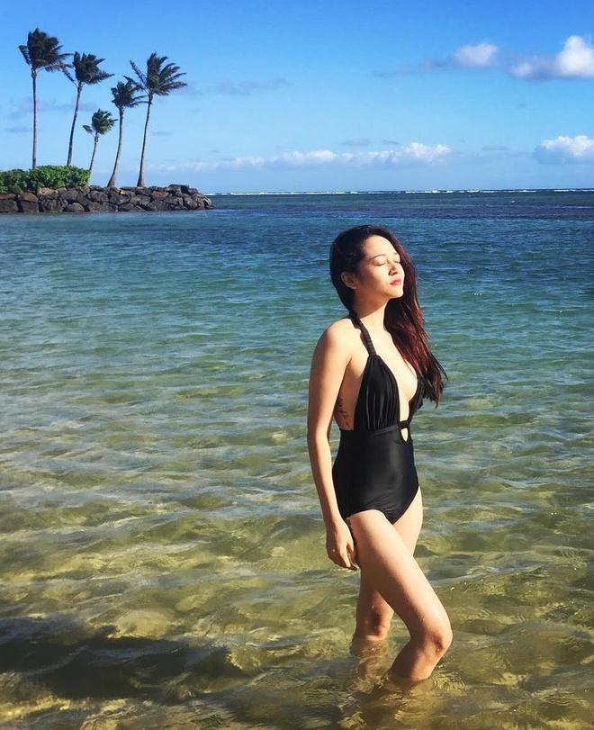 Bao Anh khoe dang tren bien Hawaii hinh anh 1