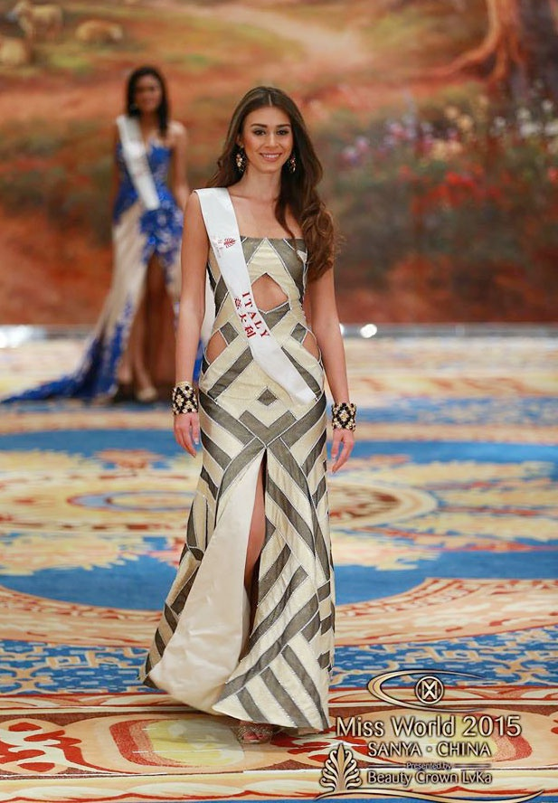 Vay da hoi cua Lan Khue vao top 10 Miss World hinh anh 4