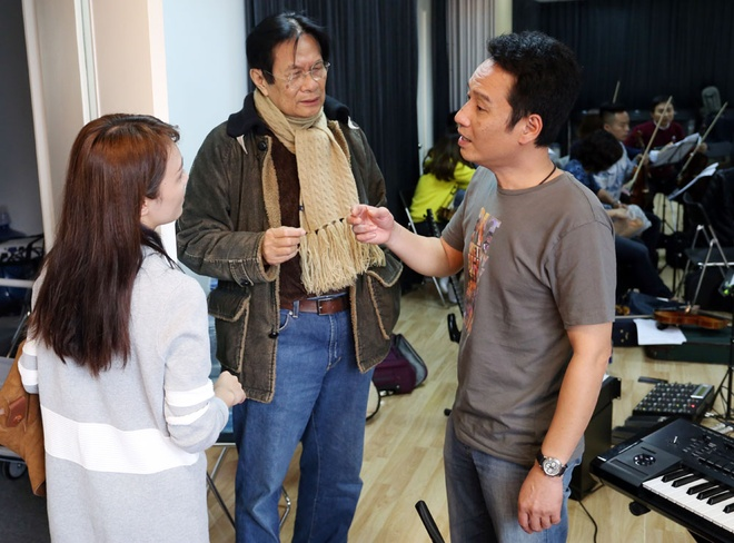 Bang Kieu mac jeans rach di tap nhac hinh anh 1