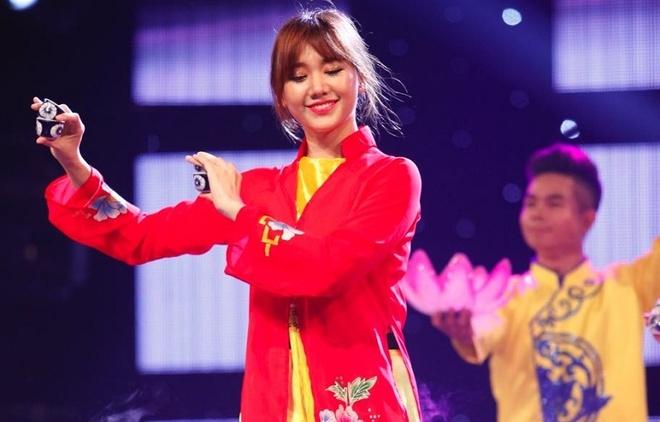 Hari Won hat dan ca, duoc Xuan Bac tang 20 diem hinh anh