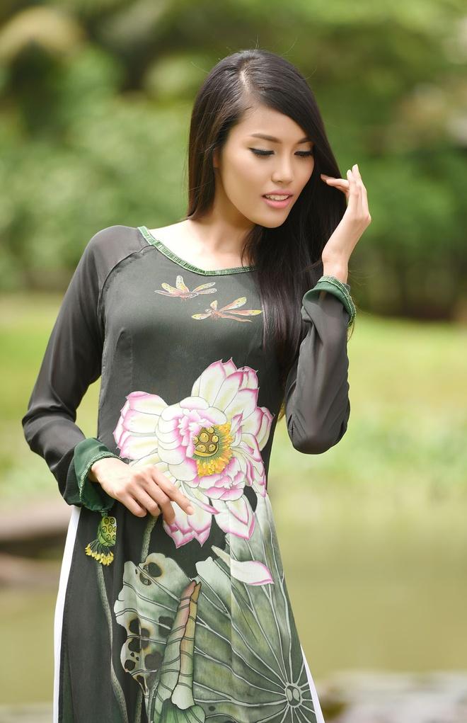 Hai bo ao dai duoc Lan Khue mang den Hoa hau The gioi 2015 hinh anh 4
