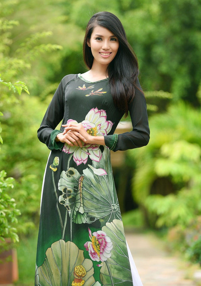 Hai bo ao dai duoc Lan Khue mang den Hoa hau The gioi 2015 hinh anh 6