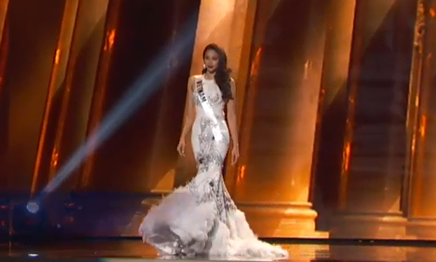 Pham Huong trinh dien trang phuc da hoi o Miss Universe hinh anh