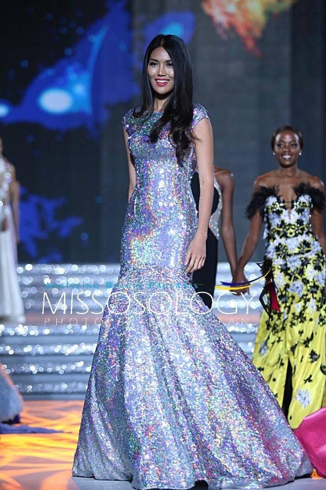 Lan Khue long lay tren san khau tong duyet cua Miss World hinh anh 5