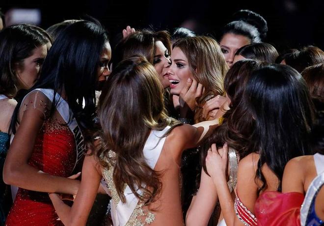 Trao nham vuong mien: Su co toi te cua Miss Universe hinh anh 3