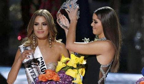 Giam khao HHHV: Hoa hau Colombia khong xung dang dang quang hinh anh