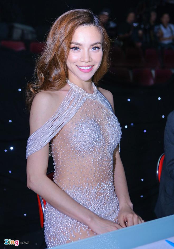 Lan Khue goi cam lam MC chung ket Sieu mau Viet Nam hinh anh 4