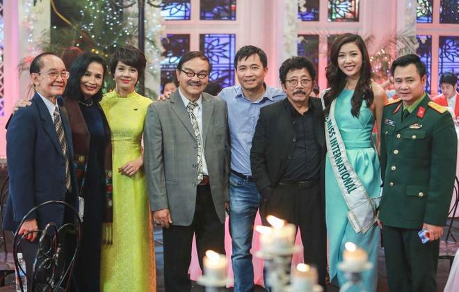 A hau Thuy Van lam khach moi chuong trinh gap go cuoi nam hinh anh 2