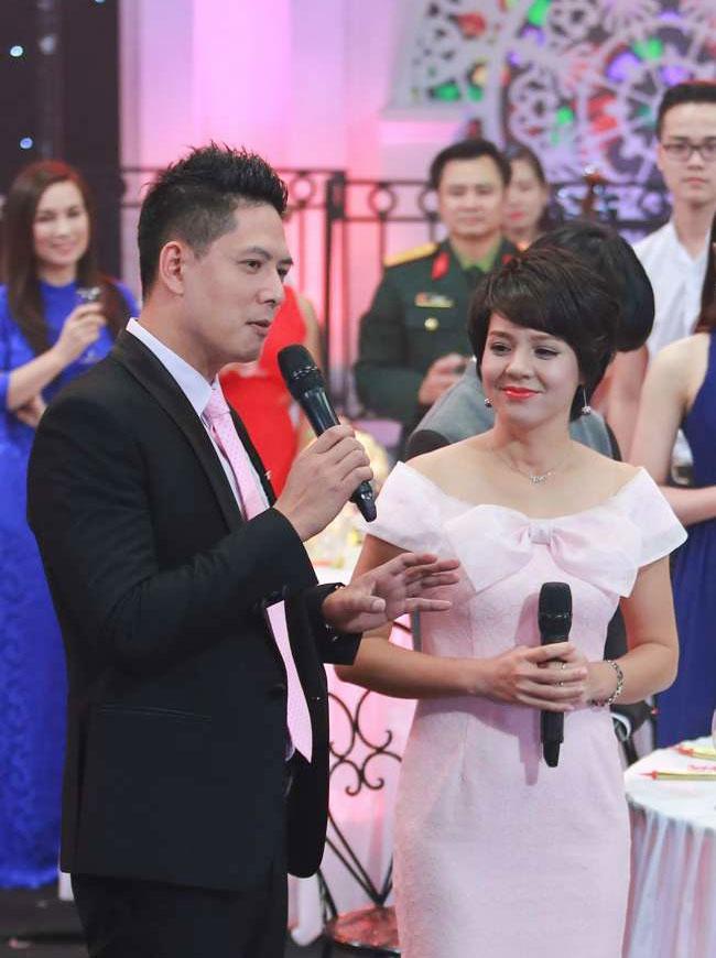 A hau Thuy Van lam khach moi chuong trinh gap go cuoi nam hinh anh 8