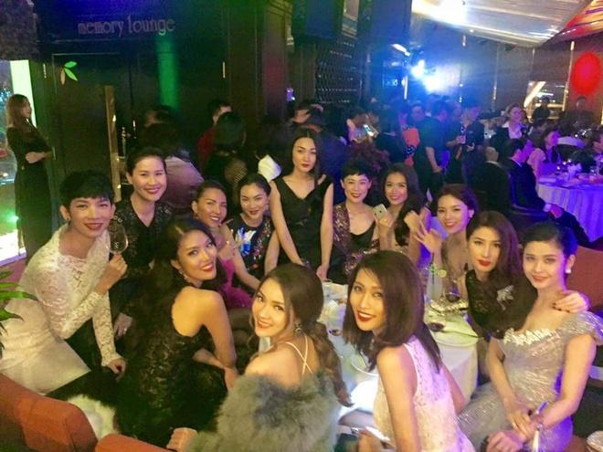 Tang Thanh Ha, Doan Trang don nam moi o troi Tay hinh anh 5