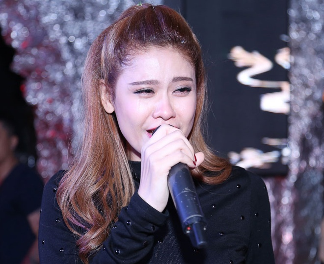 Truong Quynh Anh khoc nuc no trong tiec sinh nhat hinh anh 4